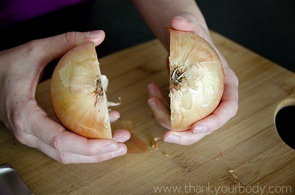 Picture tutorial: How to cut an onion easily and safely.